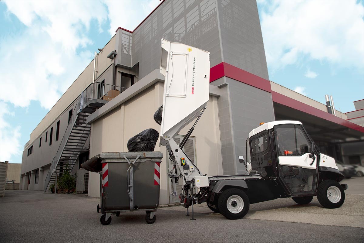 Tipping angle waste collection vehicles alke